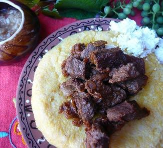 Рецепт Мамалыга с жареным мясом Яловень