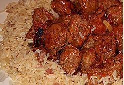 Фрикадельки в томате с ароматным рисом