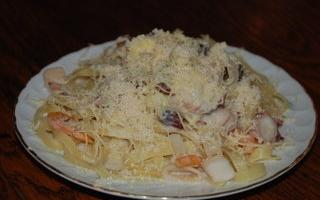 Рецепт Лингвини с морепродуктами в сырном соусе