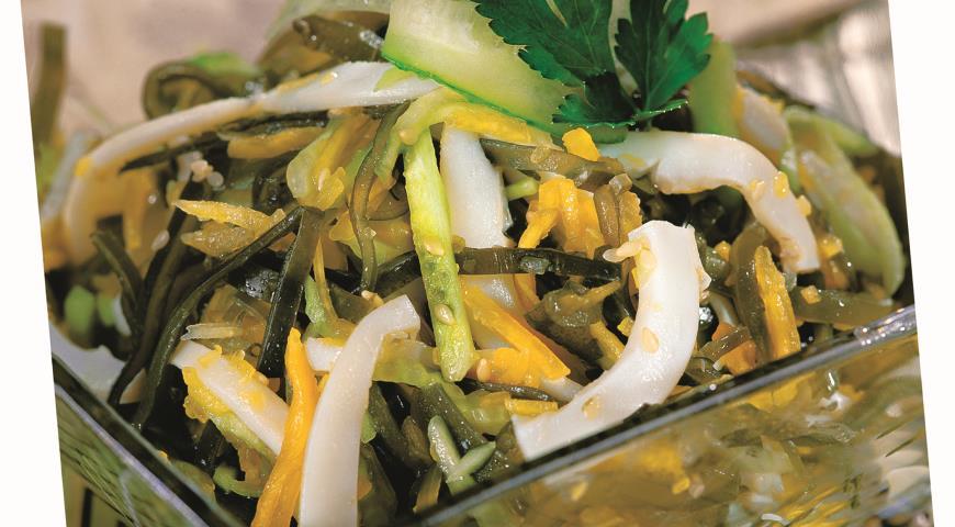 Рецепт Салат из морской капусты с кальмарами