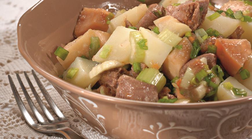Рецепт Салат из консервированного языка с мочеными яблоками