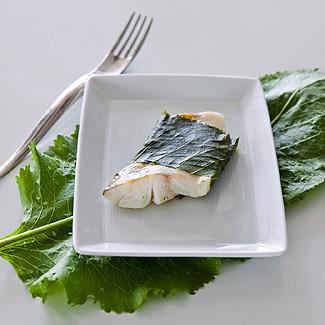 Рецепт Судак, запеченный в листьях хрена в мультиварке