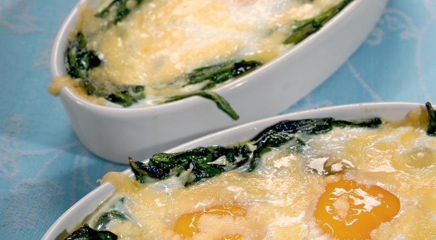 Рецепт Запеченные яйца со шпинатом и сыром