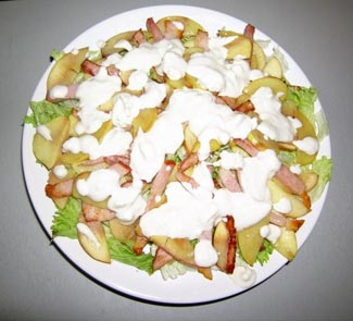 Рецепт Салат с беконом и яблоком