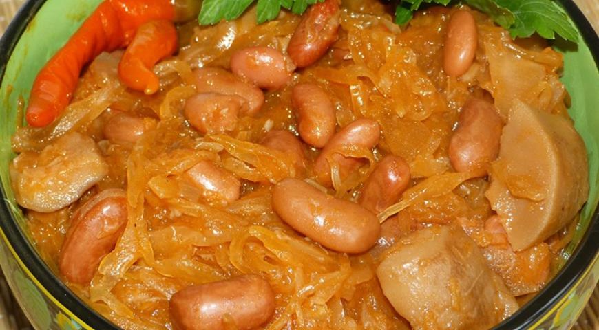 Рецепт Квашеная капуста тушеная с грибами и фасолью