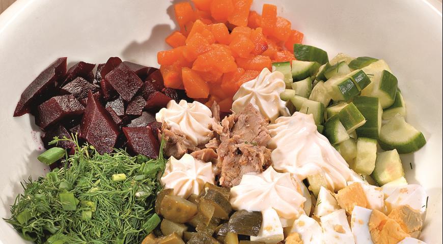 Рецепт Салат из консервированного тунца