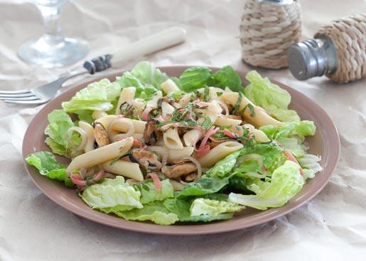 Теплый салат из пасты с мидиями, пошаговый рецепт с фото