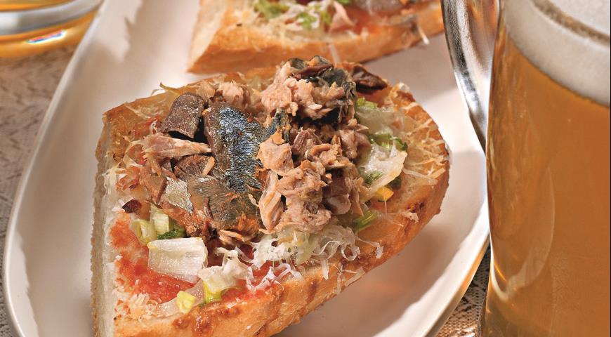 Рецепт Горячие бутерброды с рыбными консервами