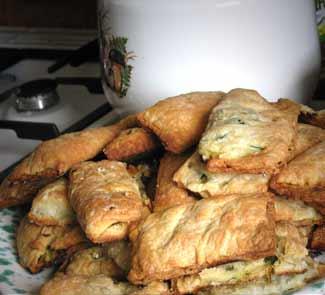 Рецепт Пирожки из слоёного теста с луком