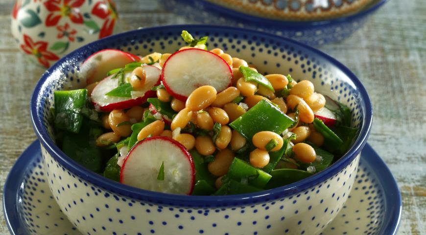 Рецепт Салат из фасоли, горошка и редиса