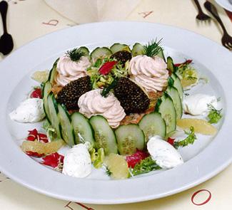 Рецепт Маринованный лосось по-английски, украшенный муссом из копченого лосося и черной икрой
