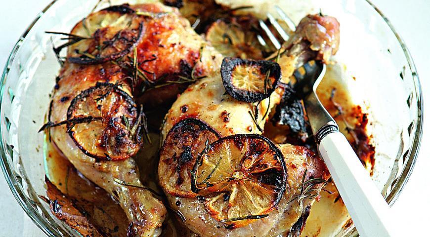 Рецепт Запеченные куриные окорочка с лимоном, чесноком и травами