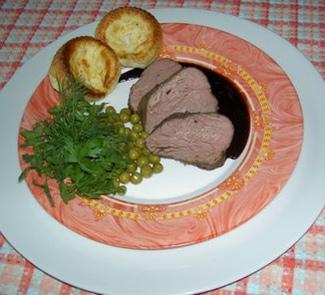 Рецепт Ростбиф с винным соусом и йоркширским пудингом