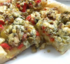 Пирог с голубым сыром и орехами