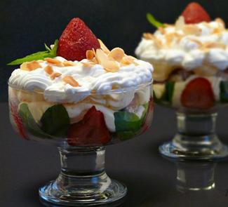 Рецепт Клубничный Трайфл (Strawberry Trifle)