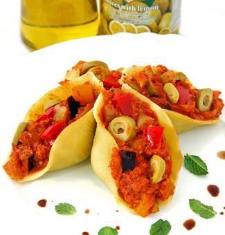 Рецепт Паста с тушеными овощами, тунцом и оливками
