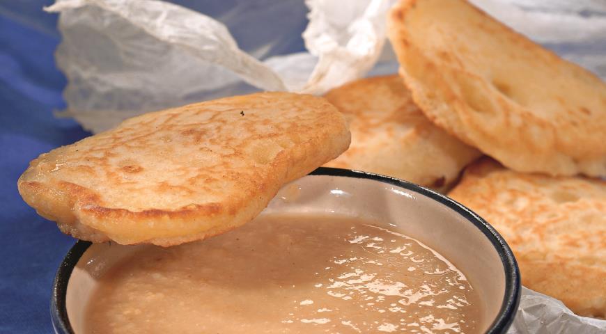 Рецепт Оладьи с соусом из изюма