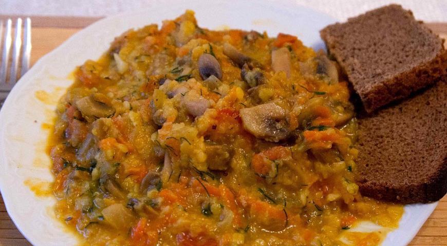 Рецепт Желтая турецкая чечевица с шампиньонами и помидорами