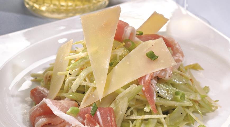 Рецепт Cалат с сельдереем, окороком и пармезаном