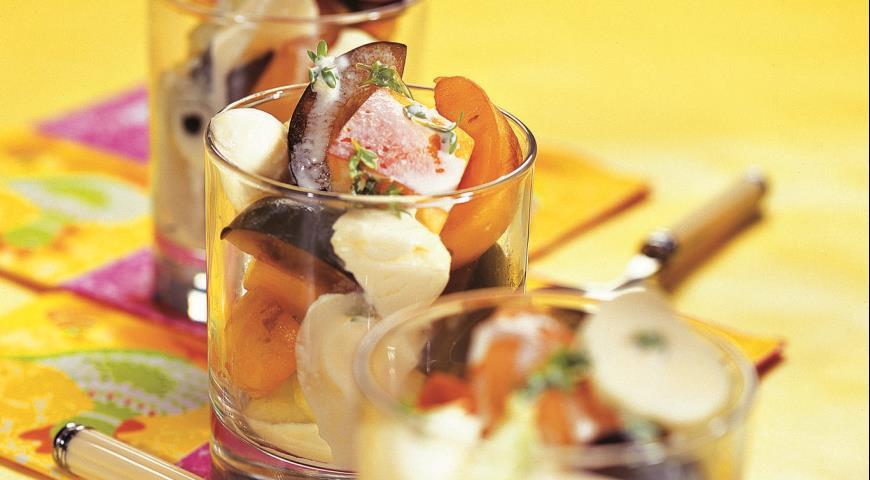 Рецепт Фруктовый салат с моццареллой