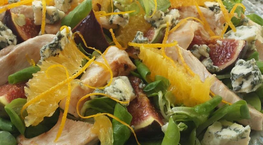 Рецепт Зеленый салат с курицей и инжиром