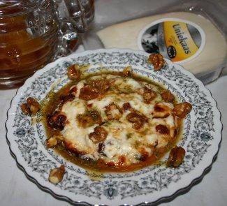 Рецепт Запеченый козий сыр с медом