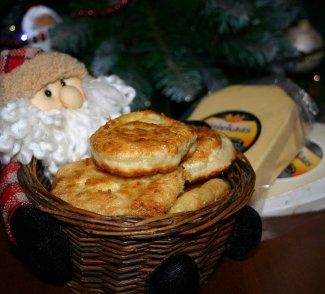 Рецепт Пирожки с начинкой из трех сыров