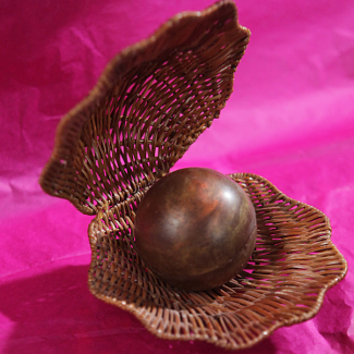 Рецепт Шоколадный шар с сюрпризом от шоколатье Дмитрия Матейчика