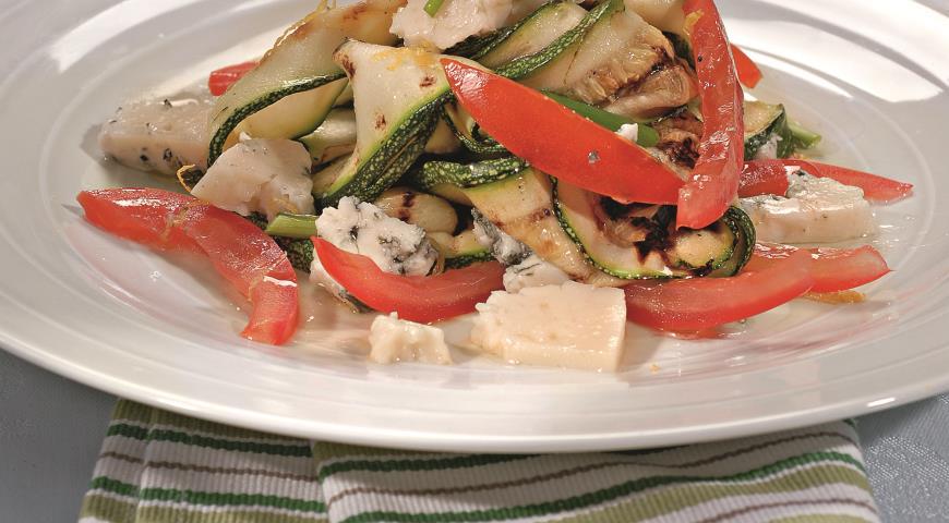 Рецепт Салат из цукини и козьего сыра