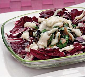Рецепт Салат с шампиньонами и сыром бресс бле