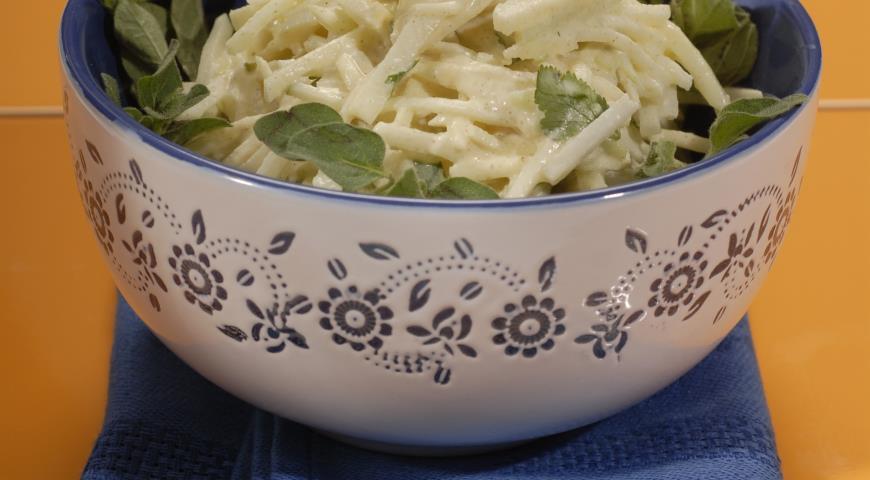 Рецепт Салат из кольраби с горчичной заправкой