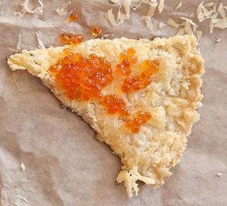 Рецепт Сырный шортбред с красной икрой