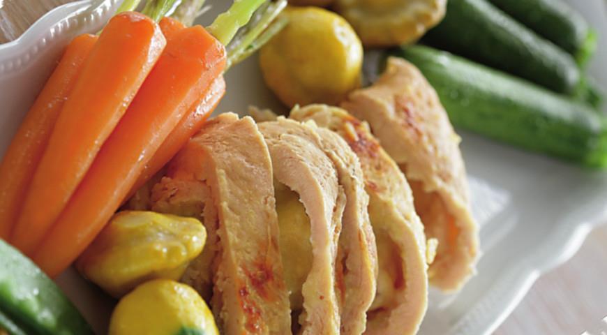 Рецепт Рулетики из индейки с яблоками и молодыми овощами