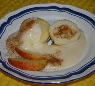 Рецепт Манные кнедли с яблочно-ванильным соусом