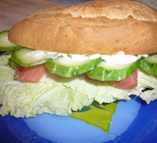 Рецепт Сэндвич с семгой с соусом из эстрагона