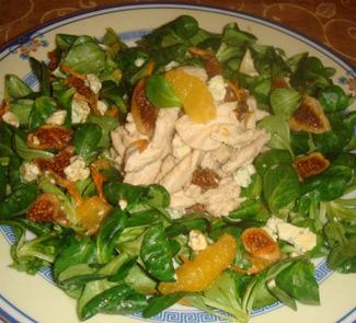 Рецепт Зеленый салат с курицей и сушеным инжиром