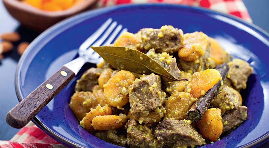 Рецепт Тушеная баранина с пряными специями и курагой