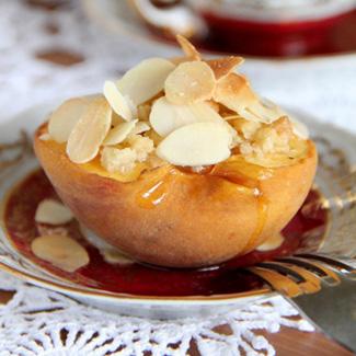 Рецепт Персик, запечённый с овсянкой, мёдом и миндалём