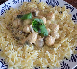 Рецепт Фарфалле с грибным соусом и фрикадельками