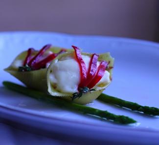 Рецепт Ракушки на спарже, фаршированные лососем, под сливочным соусом