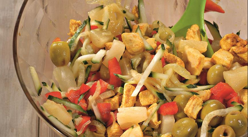 Рецепт Салат из курицы с ананасом
