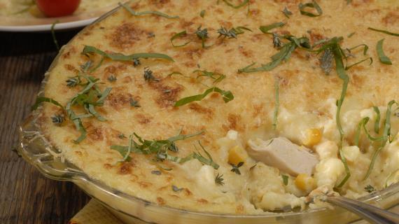 Картофельная запеканка с курицей и кукурузой