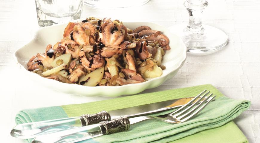 Рецепт Зеленая чечевица с осьминожками и копченой грудинкой