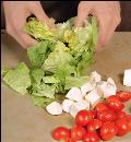 Фото приготовления рецепта: Салат с морскими гребешками, шаг №4