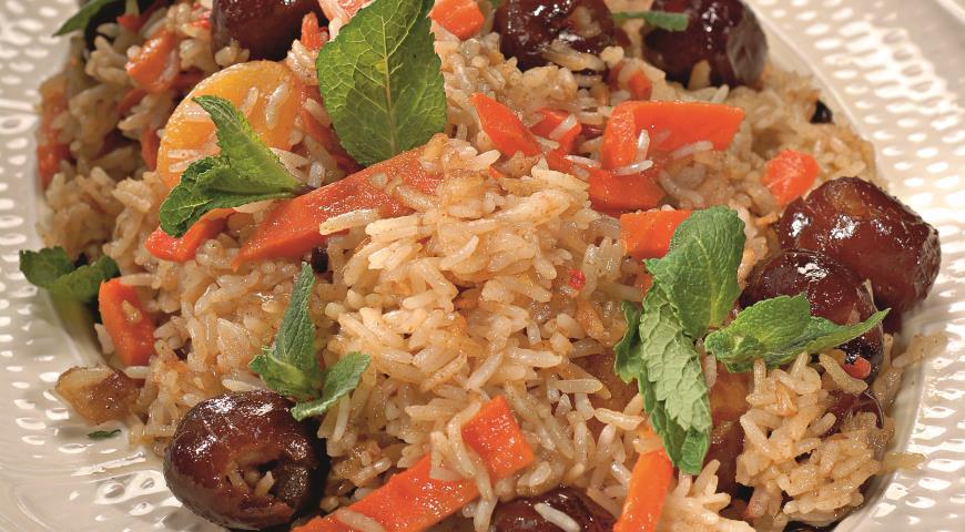 Рецепт Плов с морковью и сухофруктами