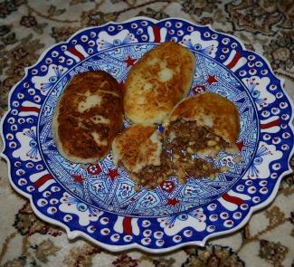 Рецепт Жареные картофельные пирожки с бараниной и кедровыми орешками