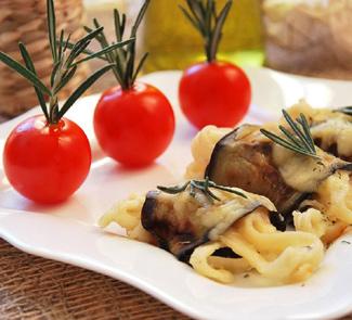 Рецепт Баклажановые роллы со спагетти в сырном соусе