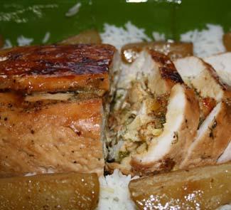 Рецепт Рулет из индейки с грушей и рисом