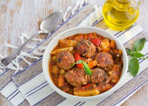 Рецепт Тефтели с тушеными овощами