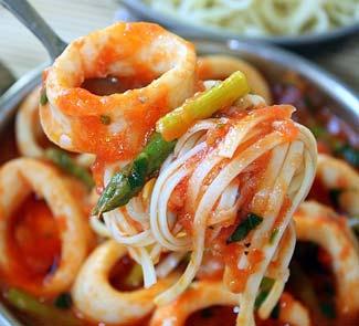 Рецепт Кальмары, тушеные со спаржей в томатном соусе